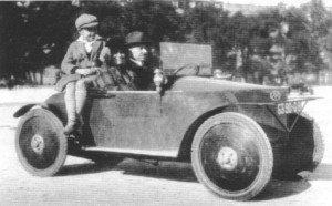 Charles MOCHET et sa voiture à Pédale
