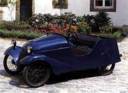 Voiturerre à trois roues équipée d'un moteur 2 temps de 350 cm3