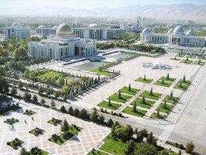 Achgabat centre ville square de l'indépendance et place du président au fond palais Ruhyyet Turkménistan 03