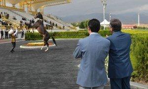 Achgabat le nouveau président à l'hippodrome