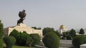 Mémorial du tremblement de terre de 1948 02 près du palais présidentiel