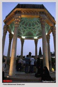 Tombeau d'Hafez la nuit avec plafond