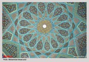 Tombeau d'Hafez le jour avec plafond en gros plan