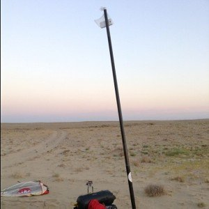 caming Manouche sur la M32 à Ayeteke près du Lac Qamystibas