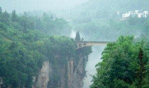 Pont reliant les deux comtés de Baoxing