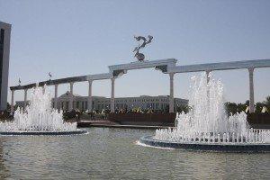 Tachkent place de l'indépendance 07 et scénat