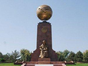 Tachkent place de l'indépendance 11  monument et globe terrestre