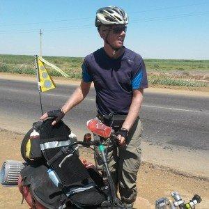 Un tricycliste du Danemark rencontré sur la route M32