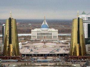 Astana le palais Ak Orda - la maison blanche en kazakh avec les deux tours métalliques 01