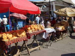 Bishkek Dordoy bazaar pain-naan 02