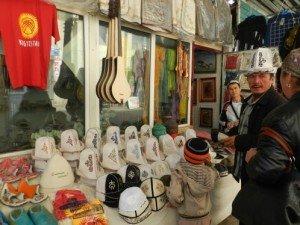 Bishkek - homme avec son Ak-KAlpak 03