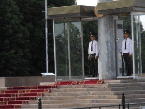 Bishkek La statue de Manas      03