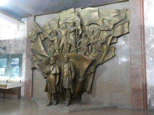 Bishkek Musée National intérieur 01 glorification de la révolution russe