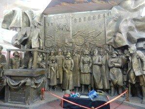 Bishkek Musée National intérieur 02 Lénine arraguant la foule  glorification de la révolution russe