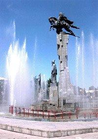 Bishkek statue de Manas 01