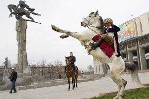 Bishkek statue de Manas 07