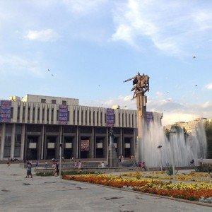 Bishkek statue de Manas 10 prise par Lauent