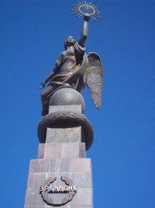 Bishkek statue d'Erkindik 02
