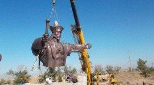 Shymkent statue de Baydibek Karashauly  1356-1419 compagnon et ami de Tamerlan.jpg 03