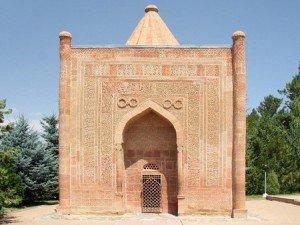 Tombeau de Manas à 5kms de Talas sur la route de Bishkek 01
