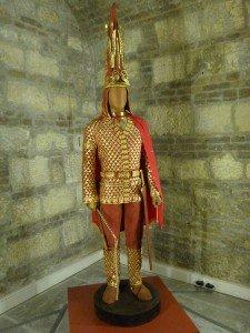 Almaty Musée archéologique reconstitution de l'Homme d'or 03