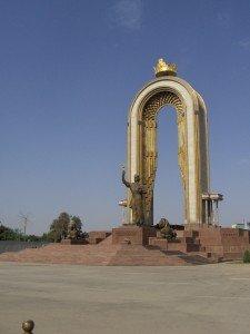 Monument d'Ismail SAMANI à Douchanbé