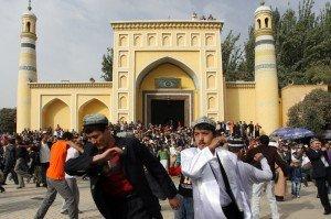Mosquée Id Kah de Kashgar 07  danse sur le parvis pour Aïd el-Fitr