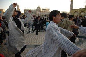 Mosquée Id Kah de Kashgar 07 dernier jour du Ramadan danse sur le parvis