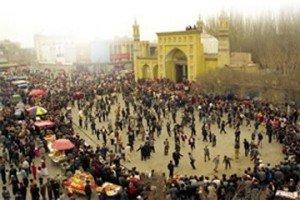 Mosquée Id Kah de Kashgar 08  danse sur le parvis pour Aïd el-Fitr