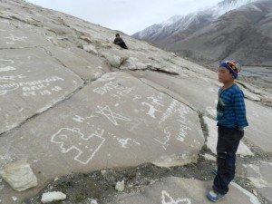 pétroglyphe de la vallée de Whakhan 08  vandalisme patrimonial