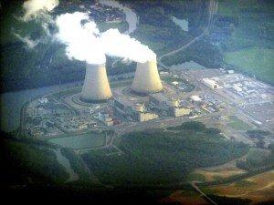 centrale nucléaire de Nogent sur seine -Aube- 04 vue d'avion 2 tours aéroréfrigérantes