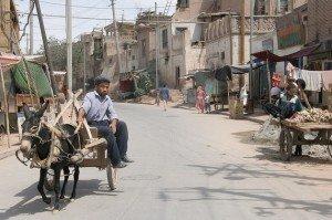 Marchand d'ail dans la vieille ville de Kashgar