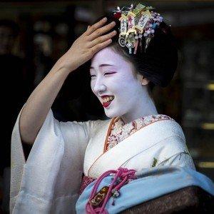 Geisha de Tokyo revenant de son okyia