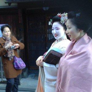 Laurent dans les rues de Kyoto Geishas