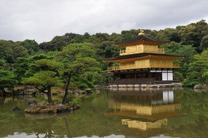 Le pavillon d'or à Kyoto Kinkakuji