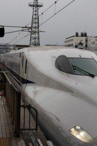 Nozomi Shinkansen rentrant dans la gare de Kyoto