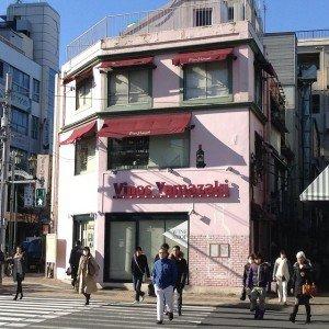 Laurent le 20 janvier 2015 vente de vin dans un immeuble avec de fausses ouverture à Tokyo