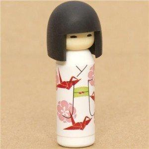 Kokeshi vendue en gomme