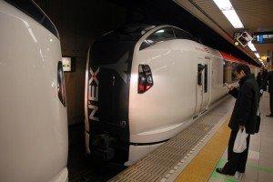 Natita Express JR East  séparation des deux motrices E259 en gare de Tokyo